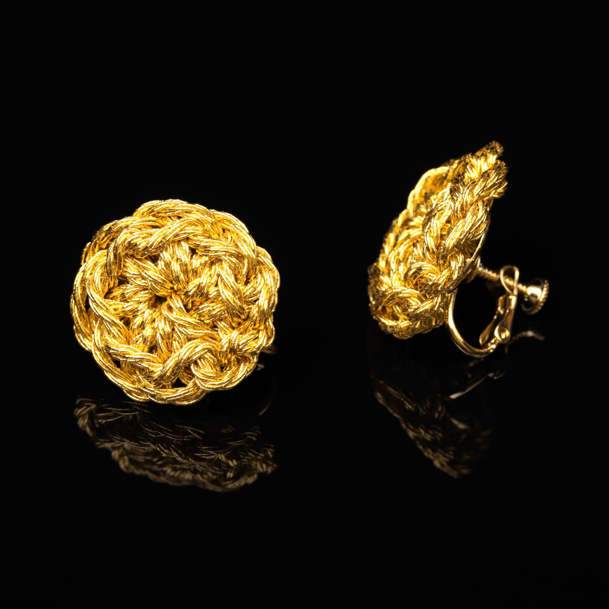 花のデザインが特徴的な和の彩 金銀糸イヤリングの商品写真です。型番:659-172 画像その1