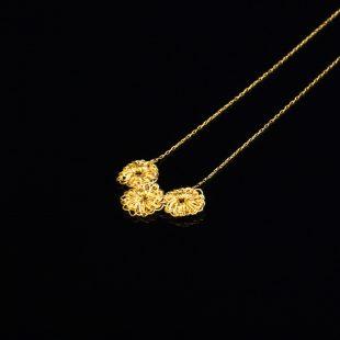 花のデザインが特徴的な和の彩 金銀糸ネックレス/ペンダントの商品写真です。型番:659-067 画像その2