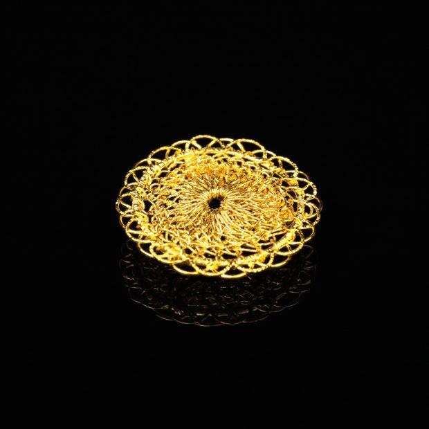 花のデザインが特徴的な和の彩 金銀糸ネックレス/ペンダントとブローチの商品写真です。型番:659-144 画像その1