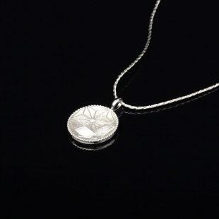 宝石クォーツ・水晶を使った和の彩 金銀糸ネックレス/ペンダントの商品写真です。型番:659-156 画像その2