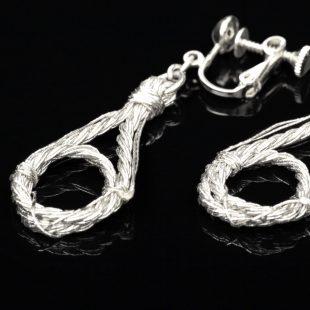 和の彩 金銀糸ピアスとイヤリングの商品写真です。型番:658-939 画像その4
