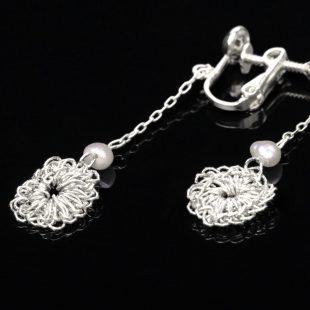 花のデザインが特徴的な和の彩 金銀糸ピアスとイヤリングの商品写真です。型番:659-150 画像その4